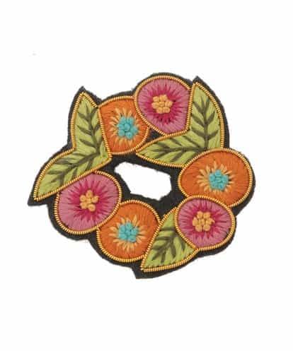 Jocomomola(ホコモモラ) 花輪モチーフ刺繍ブローチ オレンジ 40